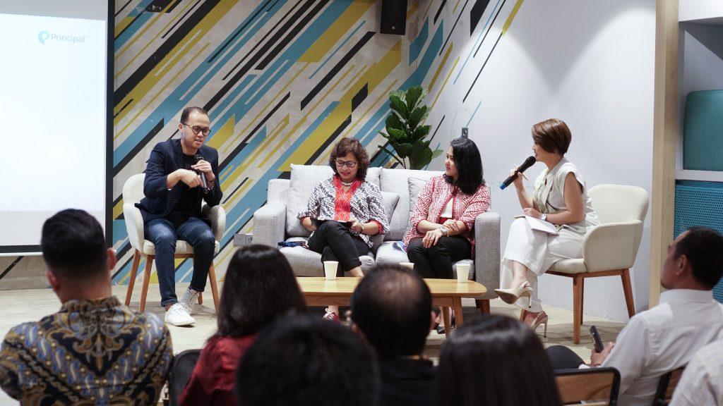 (kiri-kanan) Aria Widyanto, Maria R Nindita, Ph.D, Diah Sofiyanti, Prita Laura
