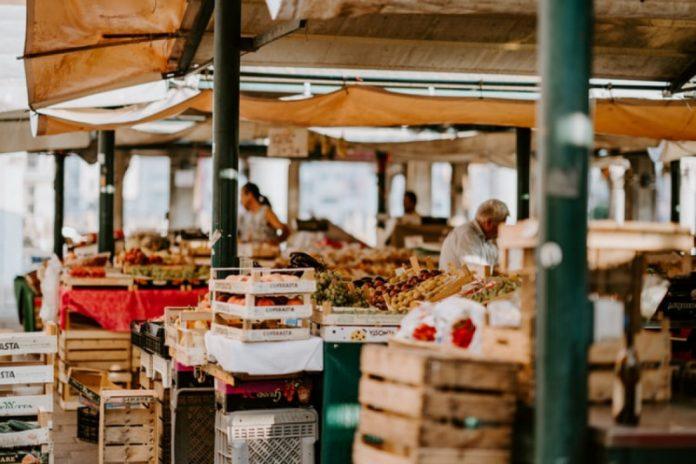 penjual di pasar